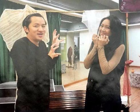 李亚男晒8个月孕肚王祖蓝看过4D照片后嫌弃自己基因太强大