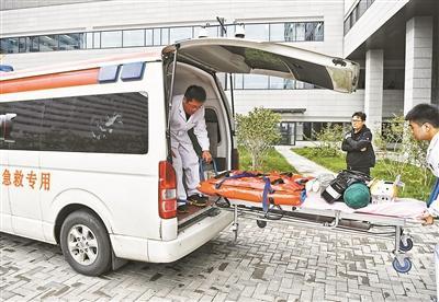 500公里5小时21分重伤学生返京一路绿灯